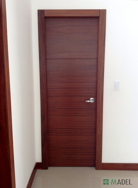 Puertas interiores for Modelos de puerta de madera para casa