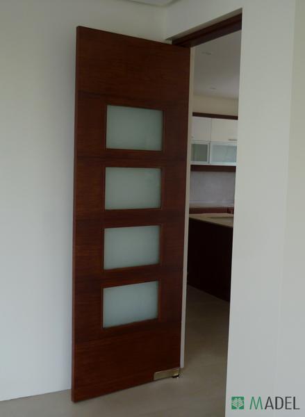 Puertas interiores for Puertas madera y cristal interior